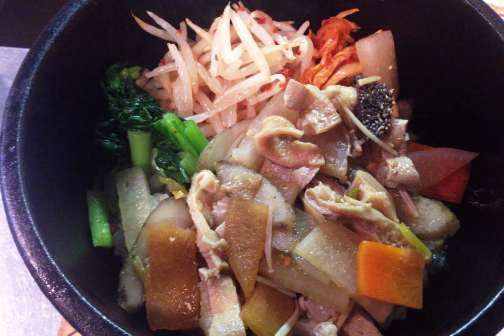 松坂牛モツ煮丼