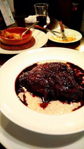 牛ほほ肉の赤ワイン煮込みとクワトロチーズリゾット