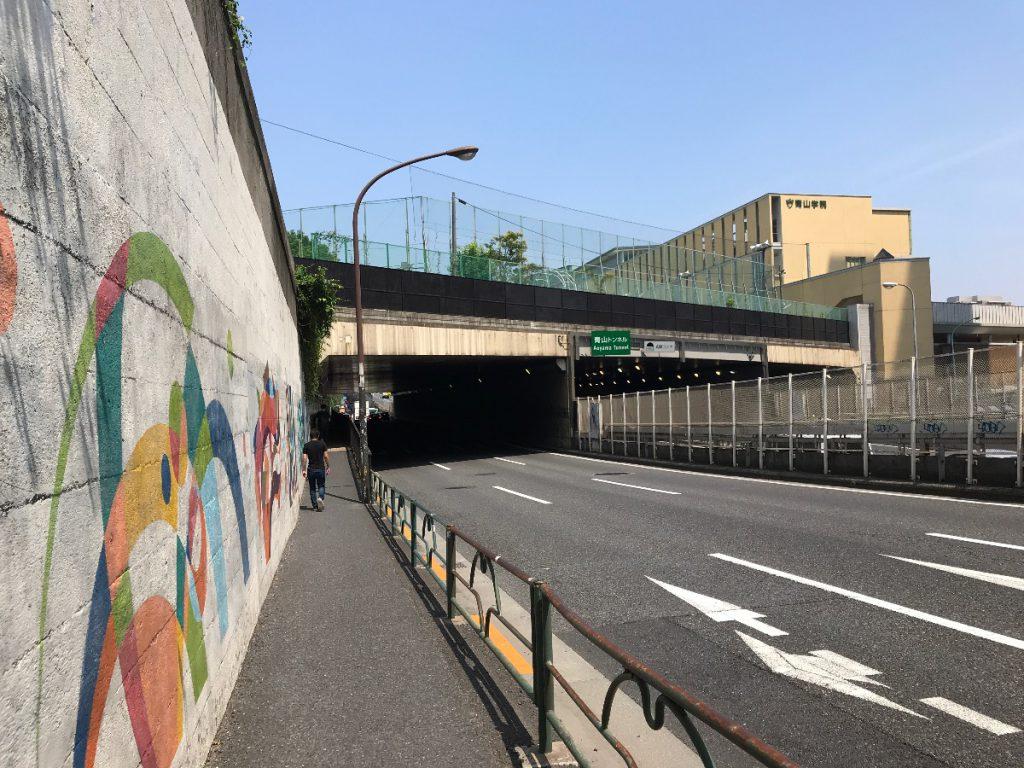 六本木通り歩道